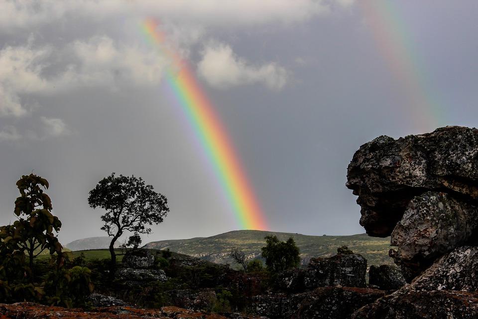 Questa immagine ha l'attributo alt vuoto; il nome del file è rainbow-509500_960_720.jpg